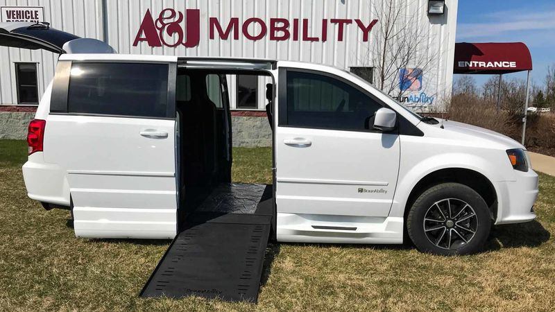 Used 2017 Dodge Grand Caravan.  ConversionBraunAbility Dodge Entervan Xi Infloor