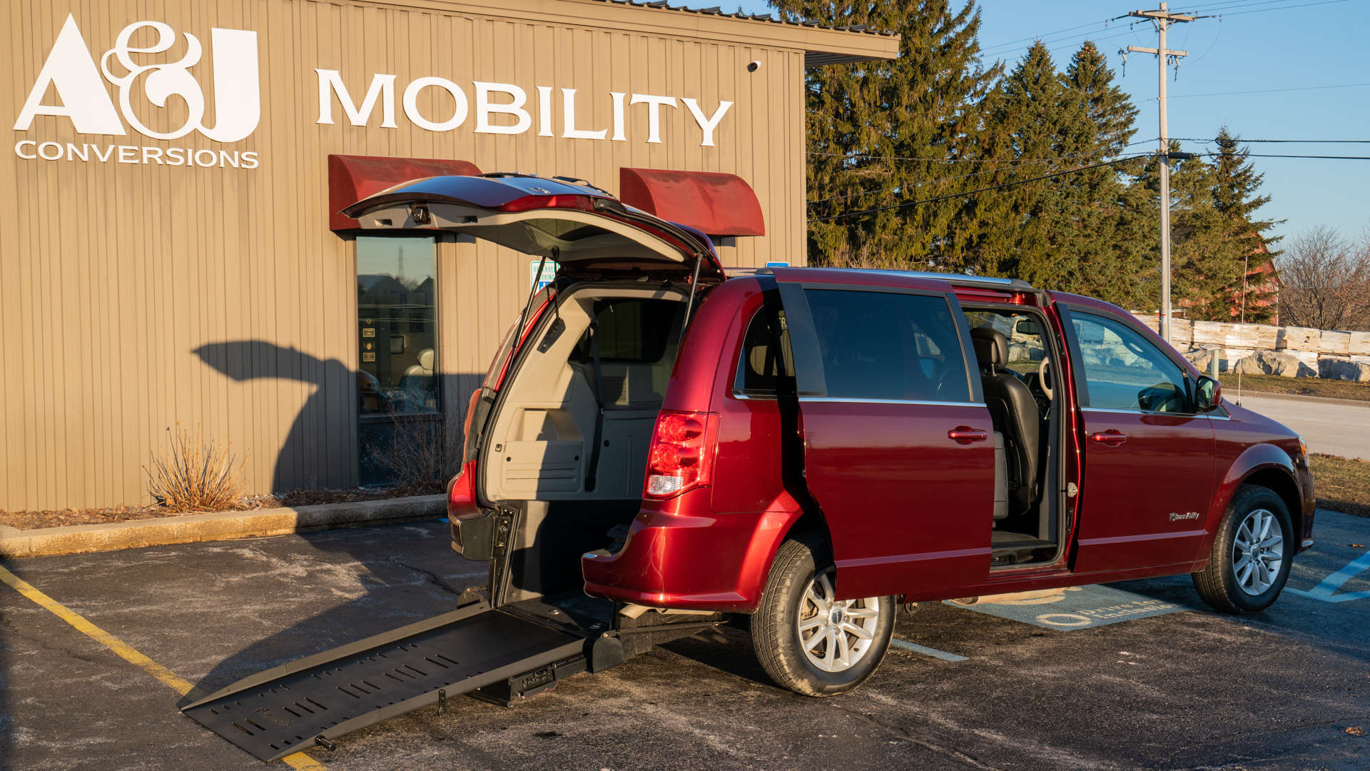 2018 Dodge Grand Caravan | Conversion: BraunAbility Dodge Manual Rear Entry