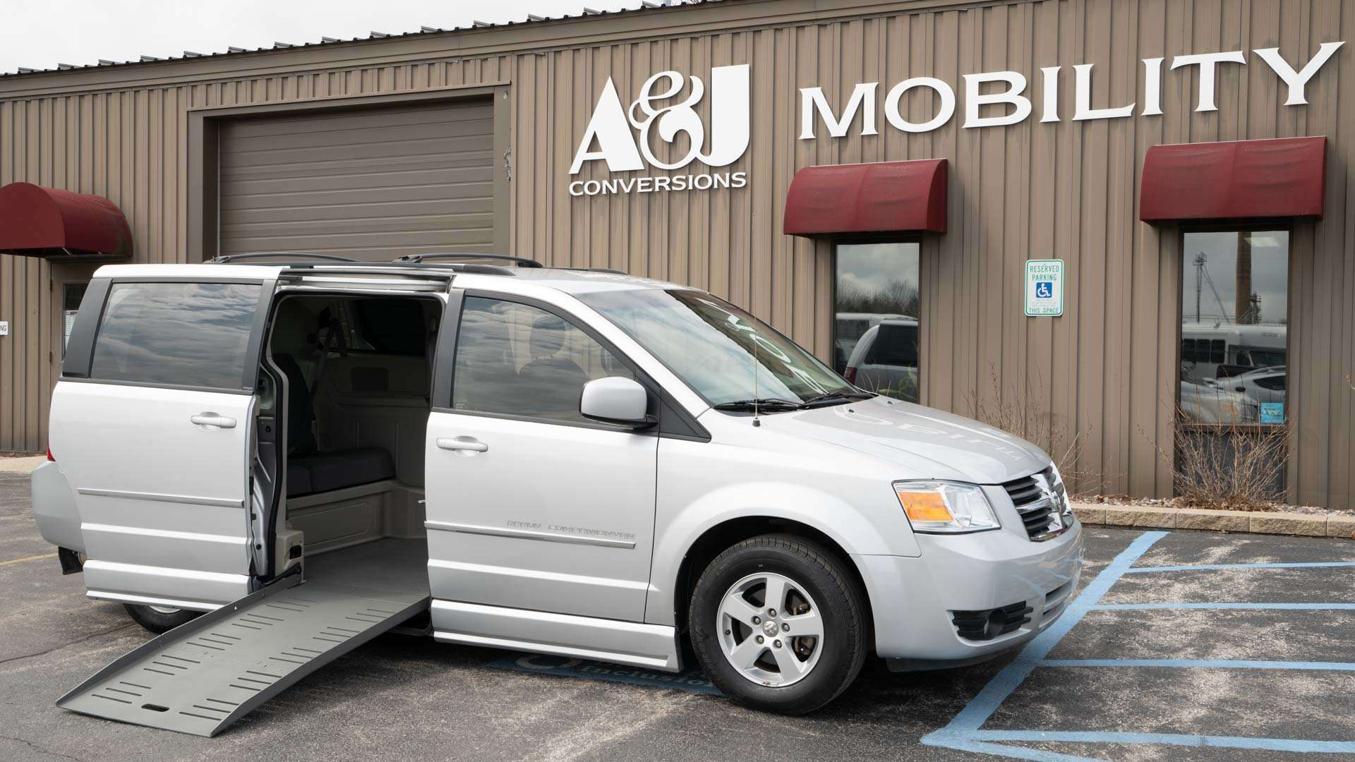 2010 Dodge Grand Caravan | Conversion: BraunAbility Dodge CompanionVan