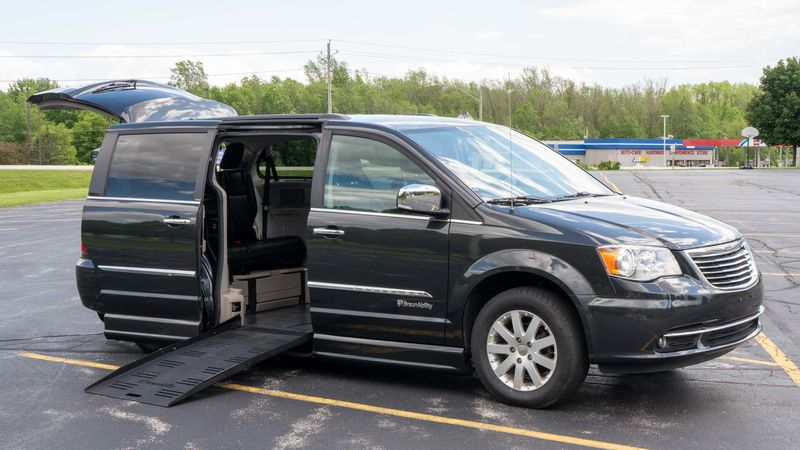Used 2011 Chrysler Town and Country.  ConversionBraunAbility Chrysler Entervan II