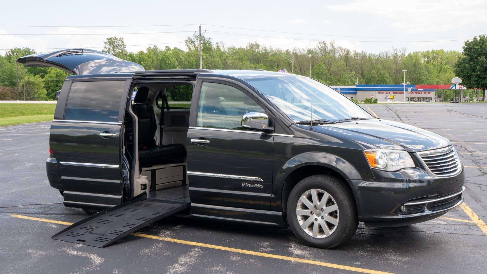 2011 Chrysler Town and Country | Conversion: BraunAbility Chrysler Entervan II