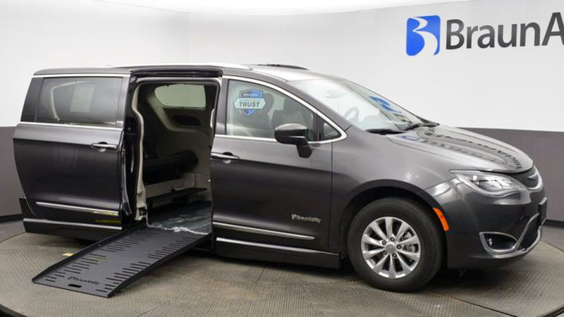 Used 2019 Chrysler Pacifica.  ConversionBraunAbility Chrysler Pacifica Foldout