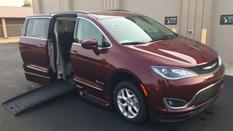 Used 2017 Chrysler Pacifica.  ConversionBraunAbility Chrysler Pacifica Foldout XT