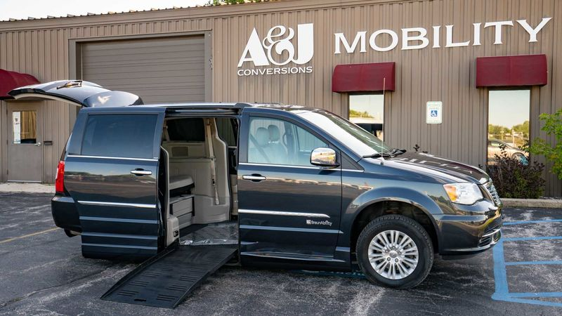 Used 2013 Chrysler Town and Country.  ConversionBraunAbility Chrysler Entervan XT