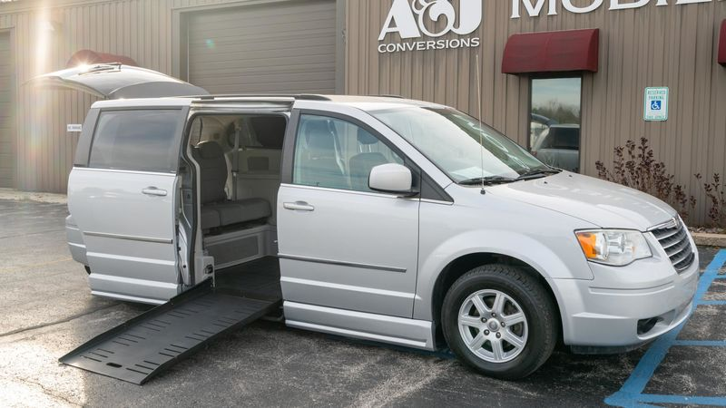 Used 2010 Chrysler Town and Country.  ConversionBraunAbility Chrysler Entervan II
