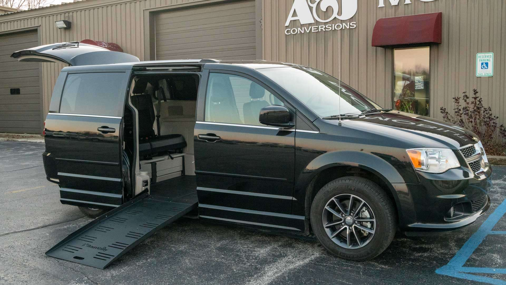 2017 Dodge Grand Caravan | Conversion: BraunAbility Dodge Entervan II