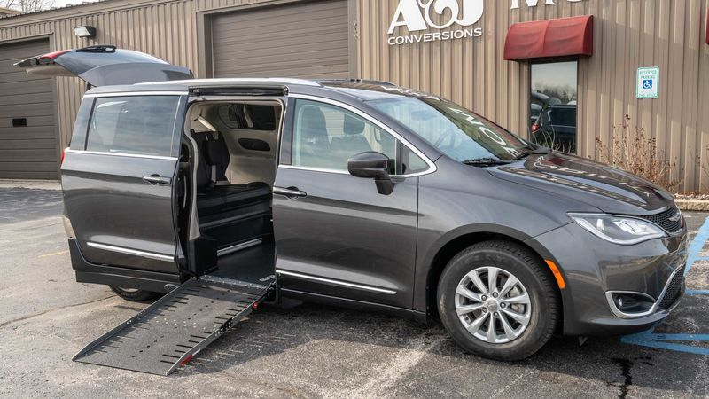 Used 2018 Chrysler Pacifica.  ConversionAdaptive Mobility Systems Side Entry Chrysler Pacifica