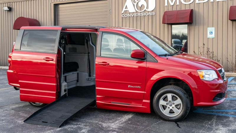 Used 2013 Dodge Grand Caravan.  ConversionBraunAbility Entervan - Manual