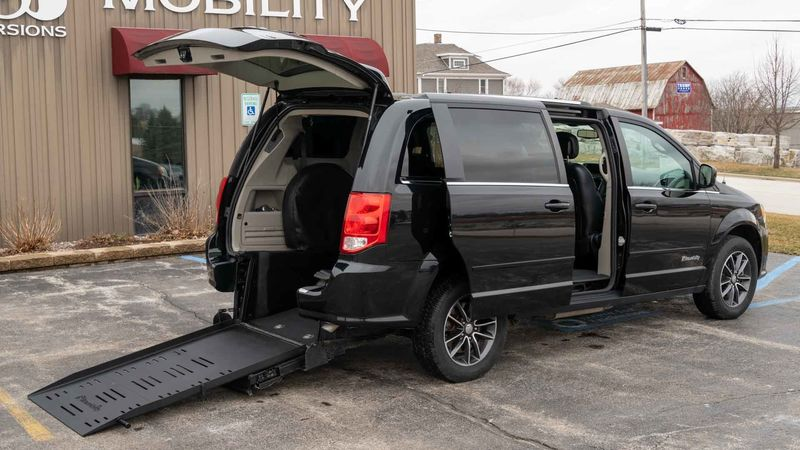Used 2017 Dodge Grand Caravan.  ConversionBraunAbility Dodge Manual Rear Entry