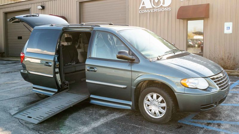 Used 2006 Chrysler Town and Country.  ConversionBraunAbility Chrysler Entervan II
